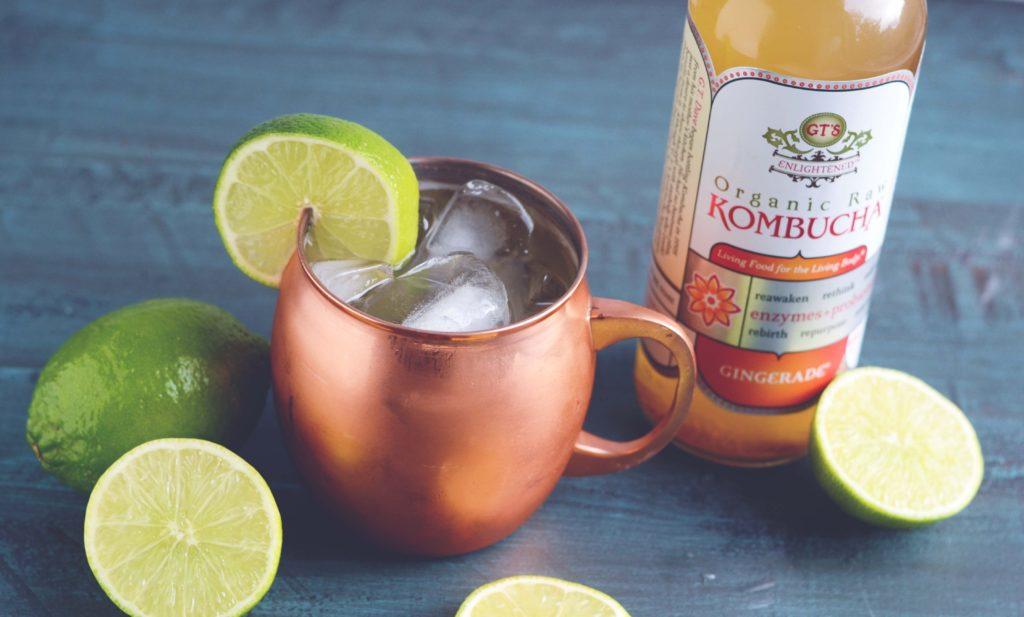 infusión de kombucha y limones