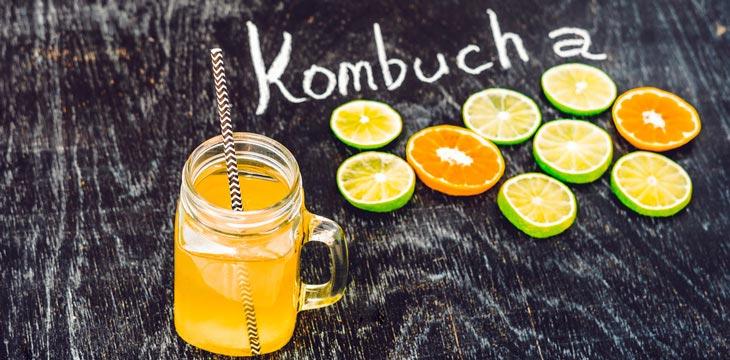 té de komucha y limones